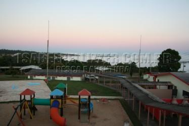 IMG_8527  vista do hotel dependências-  parque infantil-o rio Paraná e a ponte liga PR e MS